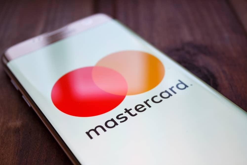 MasterCard via smartphone. Source: Shutterstock.com